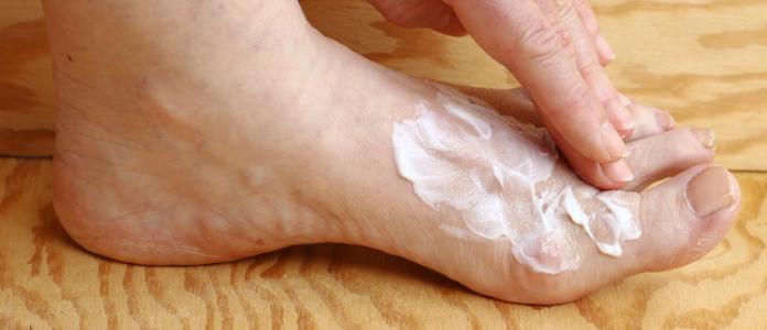KUNDEN WARNEN ᐅ Hornhautentferner Socken – Es brennt an Füßen…